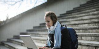 Laptop z dotykowym ekranem - na co zwrócić uwagę przy jego zakupie?